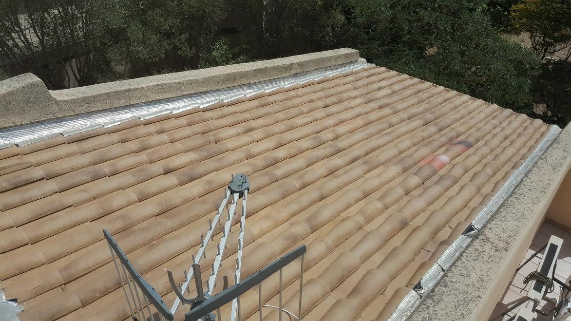 Imperméabilisation d'un toit tuiles après réparation et nettoyage en Corse 2A - Piacentino et Fils