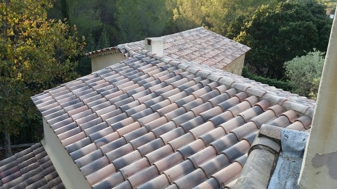 Faire nettoyer et imperméabiliser sa toiture à Saint Cyr sur Mer - Piacentino et Fils